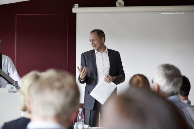 Underviser fremlægger under kursus på CBS Executive, Porcelænshaven 22, Frederiksberg