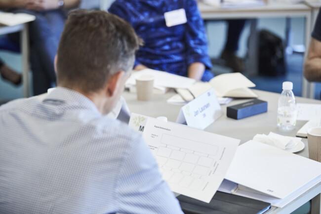 Arbejde under kursus med kursusmaterialer på CBS Executive, Frederiksberg