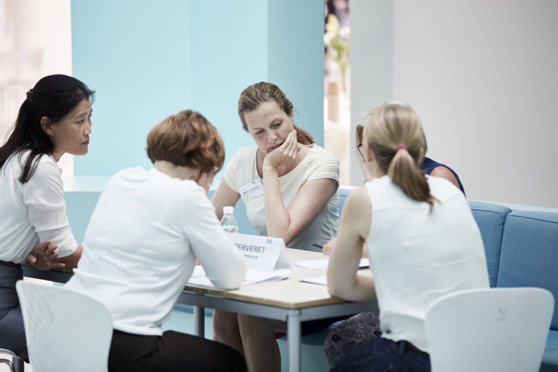 Gruppearbejde og samtale under kursus på CBS Executive, Frederiksberg