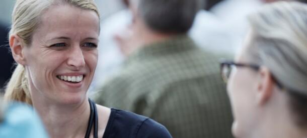 Smilende kursusdeltager i pause under kursus på CBS Executive