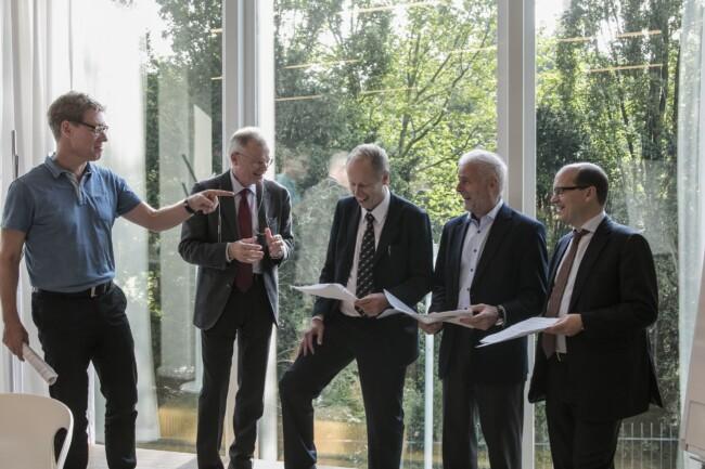 Billede af de fem herrer på kursus på CBS Executive, Porcelænshaven 22, Frederiksberg