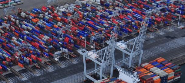 Billede med containerskib og containere