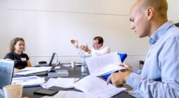 Billede af gruppearbejde under kursus på CBS Executive Sommerskole