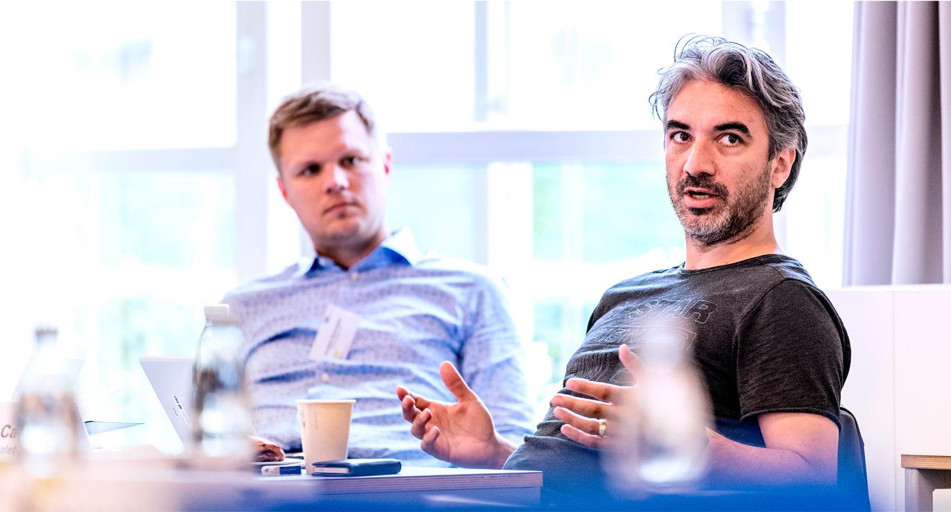 Billede af deltagere der snakker og engagerer sig i undervisning til et kursus hos CBS Executive