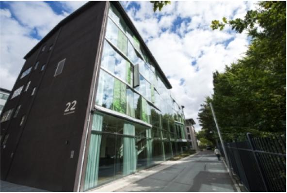 """Billede af Råvarebygningen til hjemmesiden, der bruges under fanen """"Kontakt"""""""
